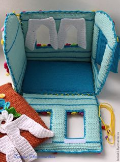 Домик - бирюзовый,домик,теремок,домик вязаный,домик для куклы,кукольный театр Crochet Fairy, Crochet Home, Crochet Gifts, Cute Crochet, Crochet For Kids, Beautiful Crochet, Crochet Dolls, Crochet Flower Patterns, Baby Patterns