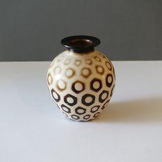 21-027-chulucanas-peru-hexagon-dot-vase Ceramic Decor, Peru, Vase, Ceramics, Home Decor, Turkey, Ceramica, Pottery, Decoration Home
