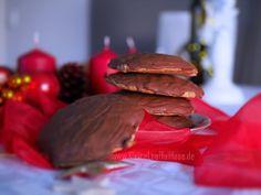 Kartoffellebkuchen {Hmmm, die sind ja lecker!} Hamburger, Baking, Ethnic Recipes, Food, Cute Gifts, Oven, Treats, Bakken, Essen