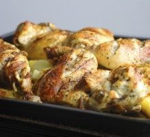 Jazzy Oven-Baked Chicken from Dr Oz. This cafeteria recipe is one of Dr. Oz's favorite chicken dishes ever! This low-calorie, low-sodium meal has a tasty, unique New Orleans flavor. Pass along this delicious recipe at your child's school. Baked Chicken Wings, Oven Baked Chicken, Chicken Feed, Healthy Chicken, Fried Chicken, I Love Food, Good Food, Low Sodium Recipes, Cooking Recipes
