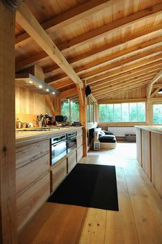 """I thought I was not a fan of """"all wood"""" interiors and then I saw this photo. Wooden house in Cap Ferret Chalet Interior, Interior Modern, Kitchen Interior, Wood Interiors, Design Interiors, House Interiors, House In The Woods, Log Homes, Architecture Design"""