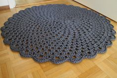 Crochet rug (virkattu pitsimatto) with a link to the Finnish-language pattern by Novita.