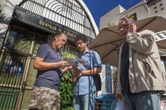 "El cineasta cubano lanzo #crowdfunding analógico para su próximo documental ""Juan sin Nada""analiza la economía cubana cotidiana. #motivar #empoderar #coaching #propósito #talento #mercadóloga #marketing #influencer #crowdfunding"