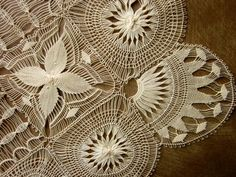 Antique Ladies Handkerchief Hand Made Tenerife Lace Silk Center. Tenerife, Needle Lace, Bobbin Lace, Hardanger Embroidery, Hand Embroidery, Art Tribal, Lace Silk, Point Lace, Linens And Lace