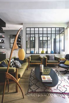 Keep up to date with the latest small living room decoration some ideas (chic & modern). Discover great techniques for getting stylish design even if you have a tiny living room. Living Room Decor, Living Spaces, Sweet Home, Retro Home Decor, Home Decor Inspiration, Design Inspiration, Home And Living, Modern Living, Tiny Living