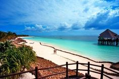 Zanzibar  NUNGWI  Sulla spiaggia di Nungwi, a circa 50 km dall'aeroporto, si trova questo splendido resort che offre ospitalità raffinata, servizi di alto livello, massimo comfort in un paesaggio incantevole.