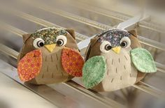 Owl zipped purses. Website is in spanish but it has a pattern and it's fun trying to work out what it says.