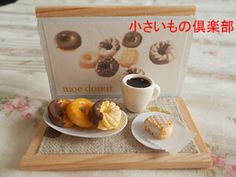 ♡ ♡ MINIATURAS La hora del té en el conjunto de donuts