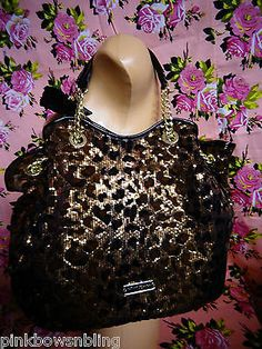 Betsey Johnson I need this bag in my life ! Leopard Bag, Betsey Johnson Purses, Cute Bags, Clutch Wallet, Purses And Handbags, Girly Things, In This World, My Style, Luxury Purses