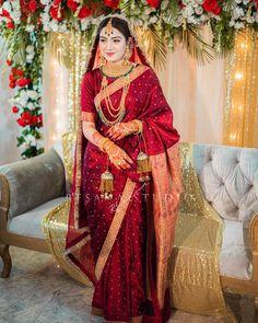 Bridal Sarees South Indian, Indian Bridal Photos, Indian Bridal Outfits, Indian Bridal Fashion, Indian Bridal Wear, Indian Designer Outfits, Red Saree Wedding, Indian Wedding Gowns, Bengali Wedding