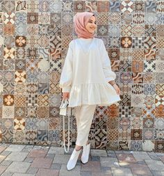 The scarf is a vital bit from the attire of girls along with hijab. Because doing so is central to the accent Modest Fashion Hijab, Pakistani Fashion Casual, Modern Hijab Fashion, Pakistani Dresses Casual, Modesty Fashion, Street Hijab Fashion, Hijab Fashion Inspiration, Muslim Fashion, Modest Outfits