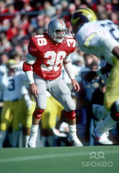 1986 Chris Spielman sets the Ohio State single game tackles record at 29 in a losing effort.