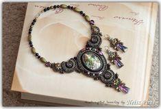 Neisz Piros gyöngyei Bead Embroidery Jewelry, Beaded Embroidery, Beaded Jewelry, Jewellery, Bracelet Watch, Crochet Necklace, Beads, Bracelets, Earrings