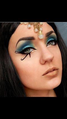 Cleopatraaaa eyes