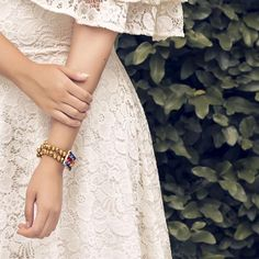 Que nunca se te olvide esta elegante combinación : blanco  dorado  Porque la vida está llena de contraste y para ayudarte siempre habrá un Kleber's Kollektion. Te gusta lo que ves?  Fotografía : @allanromeroh  Vestuario : @sandyfashion  Modelo : @JosabetCarchi  Accesorios : @klebersoriano para Kleber's Kollektion  be DIFFERENT choose an #KK #fashion #moda #crystal #bracelets #bijoux #bisuteria #jewel #jewelry #publicidad #ads #designer #design #emprendedor #Ecuador #photography #Nikon…