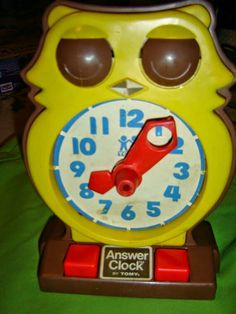 Old owl toy clock