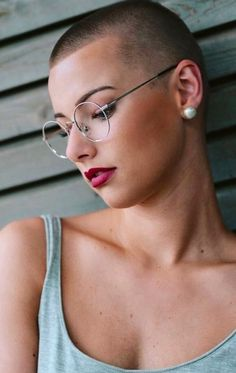 Today we have the most stylish 86 Cute Short Pixie Haircuts. Pixie haircut, of course, offers a lot of options for the hair of the ladies'… Continue Reading → Girl Short Hair, Short Hair Cuts, Short Hair Styles, Long Hair, Hairstyles With Glasses, Cool Hairstyles, Best Pixie Cuts, Bald Girl, Bald Women