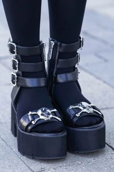 Dr Shoes, Me Too Shoes, Grunge Shoes, Pastel Goth Shoes, Goth Platform Shoes, Alternative Shoes, Aesthetic Shoes, Aesthetic Clothes, Emo Outfits