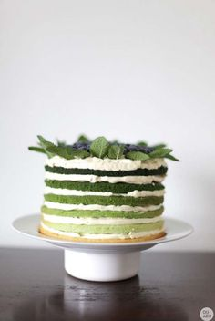 Green rainbow cake with mint, lime, double cream and blueberry and its an ombre green cake! Cupcakes, Cupcake Cakes, Slow Cooker Desserts, Pretty Cakes, Beautiful Cakes, Green Cake, Mint Cake, Cuisine Diverse, Piece Of Cakes