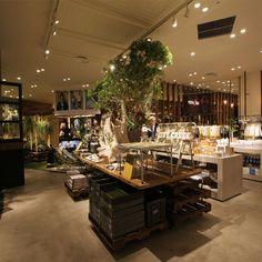 ららぽーとTOKYO-BAY店は、原宿にある旗艦店niko and ... TOKYO店と連動した、 ショッピングセンターでは初の店舗としてリニューアルオープン。 niko and ... T...