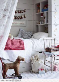 łóżko dla dziecka w zabudowie z pólkami i z baldachime… na Stylowi.pl