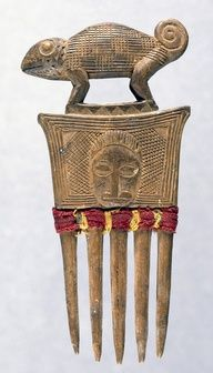 Africa Hair Comb with Chameleon Finial from the Baule People Wood, Cloth, and Thread - Afrique Art, Indianapolis Museum, African Sculptures, Art Nouveau, Vintage Hair Combs, Hair Jewels, Indigenous Art, African Jewelry, Ancient Jewelry