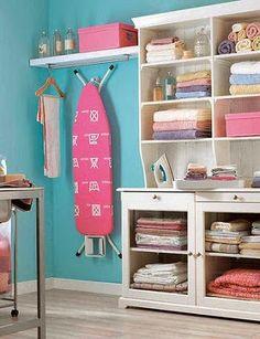 Cómo crear un práctico cuarto de lavado planchado y zona de costura