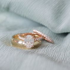 Oval diamond engagement ring   Pave rose gold setting   Photo Catherine  Guidry Aneis, Casamento 22ea1566ac