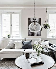 Interior Decor Living Room Cozy home with lots of details - via Coco Lapine Design.Interior Decor Living Room Cozy home with lots of details - via Coco Lapine Design Minimalism Interior, Room Decor, Living Room Decor, Minimalist Living Room Decor, Home, Small Living Rooms, Cozy House, Living Room Designs, Room Interior
