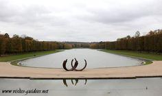 Bernar Venet - sculpture exposée au Grand Canal de Versailles - 2011