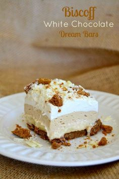 Surprisingly big hit with the husband. Biscoff Cookie Spread, White Chocolate Pudding and crushed Biscoff Cookies make these NO BAKE bars a dream! Dessert Drinks, Köstliche Desserts, Dessert Bars, Chocolate Desserts, Chocolate Pudding, Delicious Desserts, Chocolate Trifle, Layered Desserts, Plated Desserts