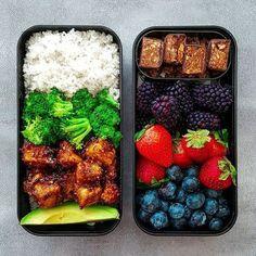 Vegan Tofu Broccoli Rice Bowl with Berries | The Green Loot #vegan #bento