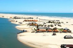 Lençóis Maranhenses é uma área de dunas e lagos no nordeste do estado do Maranhão. O lugar é protegido pelo Parque Nacional dos Lençóis Maranhenses. A cidade mais próxima e mais conhecida é Barreirinhas mas há mais cinco cidades na área dos Lençóis. O Parque tem área de 155.000 hectares e é visitado por turistas do mundo inteiro.