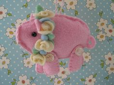 she's perfect for harlee's petite piglet purse! Pig Crafts, Sewing Crafts, Piglet, Felt Crafts Patterns, Easter Garland, Homemade Dolls, Felt Gifts, Felted Wool Crafts, Bazaar Ideas