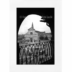 Archivio Foto Locchi Florence Fine Art Print on Mat Board 30 x 40 cm (11.8x15.7 inch) Image of Florence's Santa Maria Novella Piazza in the 50s. Fine Art Print 20 x 30 cm (7.9x11.8 inch) on museum-quality paper in accordance with ISO 9706 with certificate of authenticity. - Image: original photo of Florence's Santa Maria Novella Piazza in the 50s which comes from the Foto Locchi Historical Archives in Florence. - Print: high-quality photographic paper with gloss finish typical of vintage...