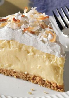 Easy Coconut Cream Pie Recipe Type: Dessert Author: Kraft Make an Easy Coconut Cream Pie with just five ingredients! Prep time for this Easy Coconut Cream Pie is only 15 […] Pie Dessert, Dessert Recipes, Kraft Recipes, Drink Recipes, Easy Desserts, Delicious Desserts, Kolaci I Torte, Cream Pie Recipes, Sweet Recipes