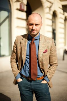 Thinking Wins: MacaroniTomato making the case for Rust colored ties. In this case, grenadine. Mens Fashion Blog, Men's Fashion, Knit Tie, Business Fashion, Business Style, Business Casual, Classy Men, Cool Style, My Style