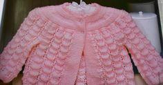 Boa tarde amigas !! Mais uma sugestão de receita.   Casaquinho de trico para bebe.   Na receita não especifica o fio utilizado, nem o taman...