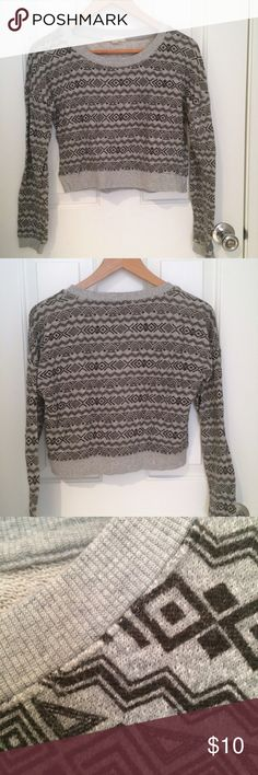 Cropped tribal print sweater Comfy patterned sweater! Size is medium but fits more like a small or xs Forever 21 Sweaters Crew & Scoop Necks