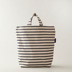 Love the clean stripes of this canvas bag, by Baggu.