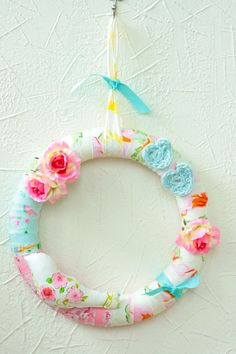 a perfectly shabby chic little wreath.  I wish I could take it out of the computer.