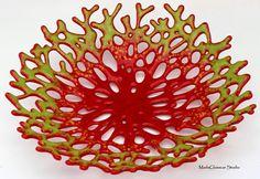 Coral rojo y verde vitrofusión cuenco por MadaGlasscarStudio
