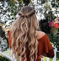 Easy half up half down hairstyle,easy half up hairstyle in 1 min,boho hairstyle,. - Hair and Beauty Curly Hair Braids, Long Braids, Fishtail Braids, Kinky Hair, Braids And Curls, Frizzy Hair, Chic Hairstyles, Hairstyle Ideas, Boho Hairstyles For Long Hair