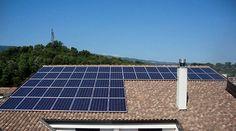 Aún no te convences por la energía solar?? Aqui te compartimos 10 de sus beneficios :  1) El Sol es una fuente de energía constante así que su energía es renovable y no hay que preocuparse por quedarnos sin luz.  2) Es amable con el medio ambiente ya que las células solares no sueltan nada en el aire contrario a combustibles fósiles que emiten gases de efecto invernadero.  3) La energía solar funciona con sistemas silenciosos por lo que no hay contaminación de ruido.  4) En cuanto al costo…