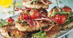 Mit diesem herzhaften Rezept kann man sich zum Sonntags-Brunch auf dem Balkon verwöhnen. Süße Kirschtomaten runden das deftige Bacon-Aroma ab.