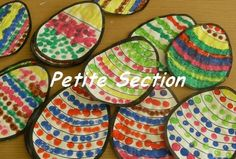 Nous avons organisé un concours de décoration d'oeufs de la Petite -Section au CM2. Voici les résultats des productions et chaque classe votera pour la classe voisine. Easter Crafts, Decoration, Pot Holders, Voici, Artworks, Charlotte, Food, Decorating, Meal