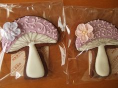 very cute mushrooms. can't think of why anybody would want mushroom cookies...