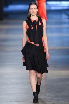 Christopher Kane Fall 2015 Ready-to-Wear Fashion Show - Yana Van Ginneken