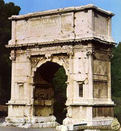 O Arco de Tito foi construído a mando do Imperador Domiciano em 82 em homenagem ao Imperador Tito, para comemorar as vitórias sobre os Judeus após a tomada de Jerusalém em 70.