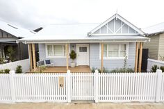 The Block series 13 front facade and garden reveals - The Interiors Addict House Paint Exterior, Exterior House Colors, Exterior Houses, Grey Exterior, Cottage Exterior, Wombat, Moving Out Of Home, Weatherboard House, Queenslander